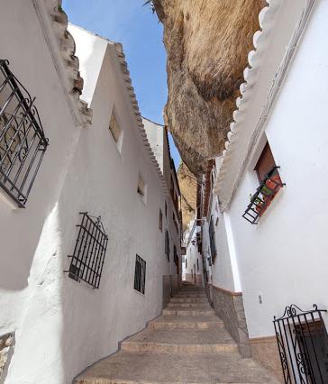 Calle Herreria en Setenil de las Bodegas