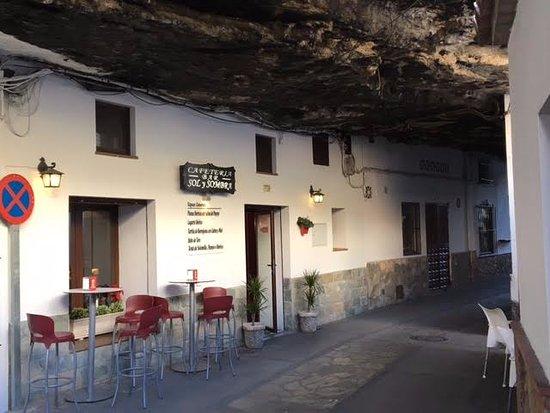 cafeteria sol y sombra en Setenil de las Bodegas